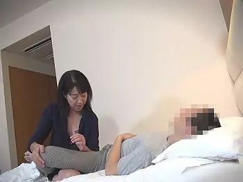 五十路のおばさん@『これが。。欲しかったの…♥』熟女マッサージ師にセンズリを見せつけて、セックスしてしまう禁断の映像