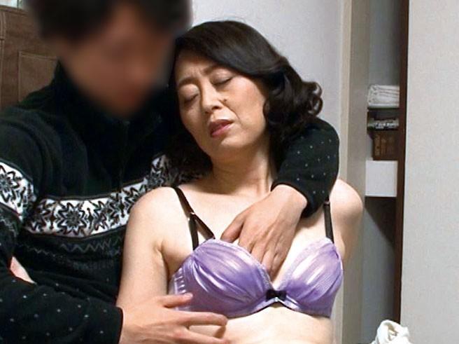 巷で噂の『おばさんレンタル』サービス★「悩みの処方箋は。。SEXよぉ。。///♥」と中出しセックスまでやらせてくれた!