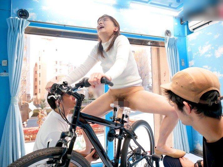【MM号】アクメ自転車★『なにこれ。。旦那よりイイじゃんww』敏感なママたちはサドルの振動に耐え切れず大量潮吹き!さらに・・・
