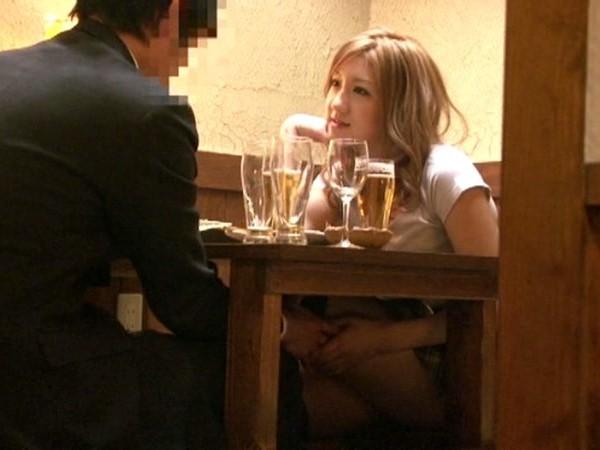 居酒屋でSEX★『こんなとこで。。バレちゃうよぉ。。///♥』ヤッてるのがバレちゃうかもしれないというスリルがたまらないw