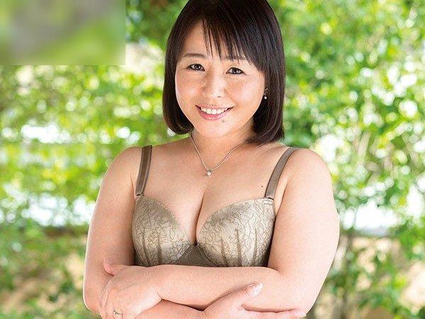 戸田さつきさん52歳AVデビュー★ドSのご主人は相性抜群で今でも週4日は営みがあるというドM妻のさつきさん。夫公認の初撮りセックス!